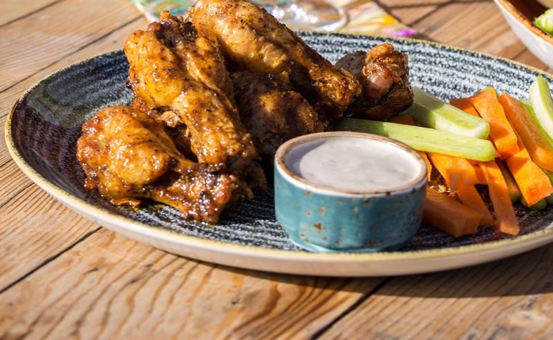 10-22-16_arrive_food_041-wings-800