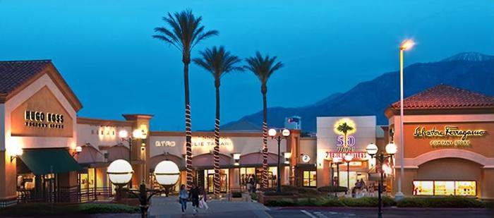 Desert Hills Premium Outlets Cabazon