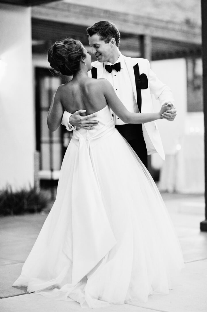 b&w-couple-dance