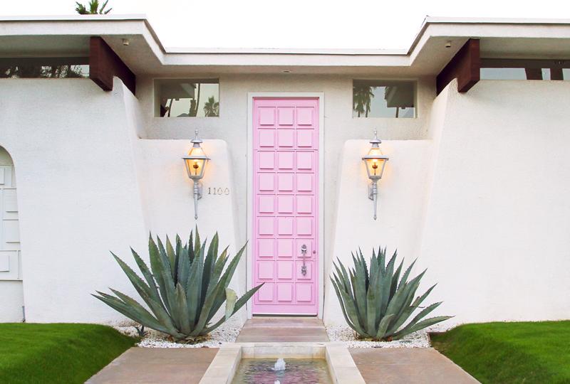 door-tour-pink-door